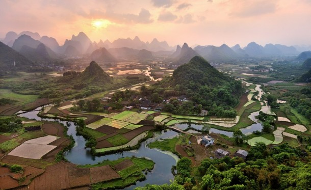 peaceful-riverside-village-in-southern-china--10819